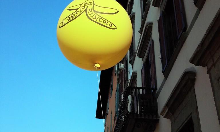 senso-del-ridicolo-baloon-grammateca